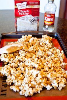 Vanilla Cake Batter and White Chocolate Chip Caramel Corn - Averie Cooks Homemade Popcorn, Flavored Popcorn, Gourmet Popcorn, Sweet Recipes, Snack Recipes, Snacks, Candy Recipes, Cookie Recipes, Cake Batter Popcorn