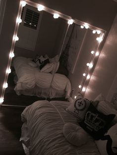 Dream Rooms : 33 Gorgeous Decor Ideas With Bedroom String Lights Cute Girls Bedrooms, Cute Bedroom Ideas, Cute Room Decor, Teen Room Decor, Bedroom Ideas For Small Rooms Diy, Bedroom Girls, Dream Rooms, Dream Bedroom, Home Bedroom
