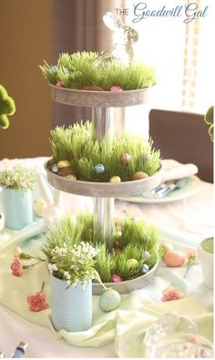 These charming Easter table centerpieces are full of inspiration to get you ready for your Easter brunch or dinner parties in holiday style. Easter Table Decorations, Decoration Table, Table Centerpieces, Easter Decor, Easter Centerpiece, Centerpiece Ideas, Spring Decorations, Easter Ideas, Valentine Decorations