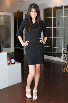 Cute Selena Gomez Dress Fitting Photoshoot At Keri Levitt 4 Selena Selena, Vestido Selena Gomez, Selena Gomez Pictures, Stylish Girl Pic, Marie Gomez, Kinds Of Clothes, Hot Dress, Hollywood Celebrities, Nice Dresses