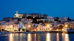 Location vacances appartement Ville de Ibiza: Ibiza Old Town from Marina Botafoch Beautiful Wallpaper Hd, Ibiza Island, Places To Travel, Places To Visit, Ibiza Town, Ibiza Spain, Old Town, Paris Skyline, Beautiful Places