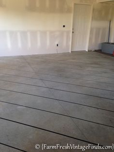 How to Pimp Your Garage Floor On a Budget - Farm Fresh Vintage Finds Patio Flooring, Basement Flooring, Basement Remodeling, Flooring Ideas, Stained Cement Floors, Concrete Floors, Outdoor Projects, Home Projects, Outdoor Decor