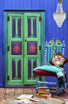 Janice Issitt Life Style: Style and Colour using Chalk Paint Chalk Paint Furniture, Hand Painted Furniture, Cool Furniture, Spring Decoration, Front Door Colors, Front Doors, Using Chalk Paint, Annie Sloan Paints, Indian Furniture