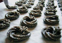 Schlesische Mohnkringel, ein sehr schönes Rezept aus der Kategorie Kekse & Plätzchen. Bewertungen: 7. Durchschnitt: Ø 3,8.