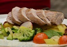 Für den Schweinslungenbraten das Fleisch salzen, pfeffern und in Butter kurz anbraten. Das Fleisch herausnehmen und warm stellen. Noch etwas Butter Butter, Beef, Food, Browning, Meat, Food Food, Recipies, Essen, Meals