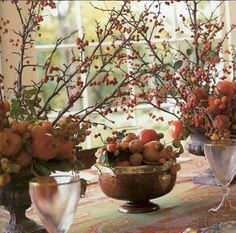 love the apples and Pomegranates, centerpiece by Carolyne Roehm. Fruits Decoration, Floral Decorations, Fall Decorations, Beautiful Flower Arrangements, Floral Arrangements, Autumn Interior, Fall Table, Fall Home Decor, Autumn Inspiration