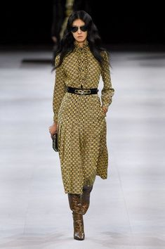 Ageless Style Rock chick to chic: Celine show report Fashion Mode, Fashion 2020, Look Fashion, Fashion Show, Womens Fashion, Fashion Trends, Workwear Fashion, Fashion Blogs, Petite Fashion