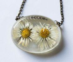 Pressed flower art, Resin jewellery, Daisy chain by RoanaJewelry