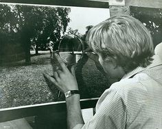 David Hemmings in Blow Up (Regie: Michelangelo Antonioni), 1966 by Arthur Evans Michelangelo Antonioni, Winterthur, Popular Photography, History Of Photography, Film Photography, Swinging London, Blow Up Movie, Cannes, Movie Posters