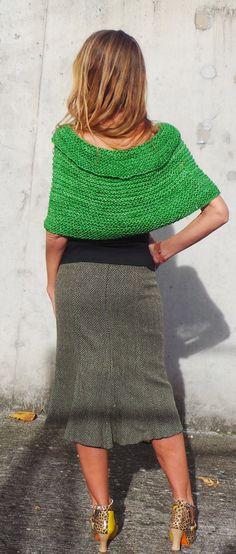women's green poncho / cape / hand knit / Peruvian wool by ileaiye