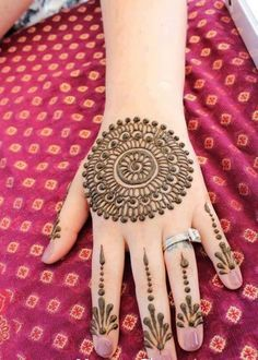 I like the drops on the fingers #mehndi #henna