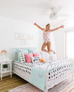 Jumping into Saturday like.... Even with Beddy's...the bed looks amazing!! 📷 : @cleaneats_cleantreats #beddys #zipperbedding #zipyourbed #girlbedding #girlbed #beddysbeds #girlyroom #girlsroomdecor #girlsroom #girlsroominspo #girlsroominspiration #girlsroomdecoration #girlsroomstyling #girlystuff #bedding #beddings #homedecor #homedesign Bed For Girls Room, Big Girl Bedrooms, Small Room Bedroom, Little Girl Rooms, Girls Bedroom, Shared Bedrooms, Small Rooms, Boho Chic Bedroom, Bedroom Decor