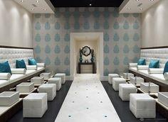 salón-pedicura-elegante-en-marrón-chocolate-blanco-y-azul