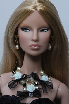 "Doll Head HISPANIC BRUNETTE fits Barbie Fashion Royalty 11.5-12/"" dolls"