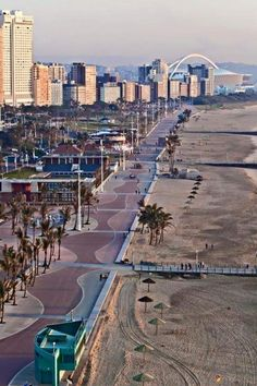 Durban is one of the most beautiful cities in South Africa, with a rich Zulu heritage and culture. I love the weather, the beach, food and friendly Durbanites. Durban rocks and that's a fact! Pretoria, Durban South Africa, South Afrika, Luxury Beach Resorts, Namibia, Les Continents, Kwazulu Natal, Africa Travel, Countries Of The World