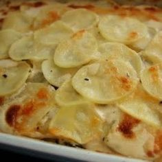 Thinly sliced potatoes and onion are layered in a creamy cheese sauce creating the perfect au gratin potato recipe. Potato Gratin Recipe, Potatoes Au Gratin, Potato Recipes, Potatoe Gratin, Food Wishes, Good Food, Yummy Food, Potato Side Dishes, Cooking Recipes