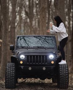 20 Fancy Ladies And The Jeep They Love – En Güncel Araba Resimleri Jeep Cars, Jeep Truck, Jeep Jeep, My Dream Car, Dream Cars, Jeep Wrangler Unlimited, Black Jeep Wrangler, Jeep Wrangler Interior, Jeep Wrangler Lifted