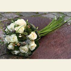 http://www.la-flora-hamburg.de/18-70-thickbox/zepter-brautstrauss-mit-weissen-rosen.jpg