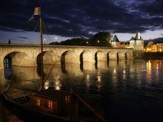 A Châtellerault, un pont… royal ! Poitou Charentes, Destinations, Paris, Luxury Apartments, Bridge, Henri, Santa Catarina, France Vacations, Vienna