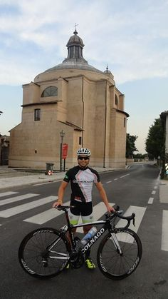 Arthur Audi, ciclista e técnico em Bike Fit da Fast Runner, fazendo reconhecimento do percurso do Grandfondo Pinarello.