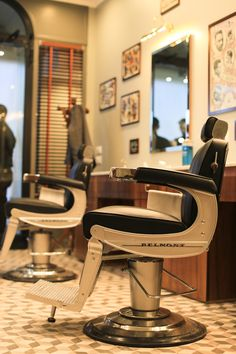 Tadpole_barber_barbershop_Interior_hair_studio_look_design_parrucchiere_acconciatore_parrucchiera_360_arredo_arredamento_padova_rockabilly_barber chair_vintage_takara_belmont Barber Chair Vintage, Mobile Barber, Barber Shop Decor, Male Grooming, East Village, Hair Studio, Barbershop, Wood, Rockabilly