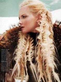 This would totally ruin my hair, but it sure looks cool. Almost like a viking warrior woman-ish. Hair Art, My Hair, Viking Warrior Woman, Female Viking, Viking Queen, Warrior Queen, Braided Hairstyles, Cool Hairstyles, Viking Hairstyles
