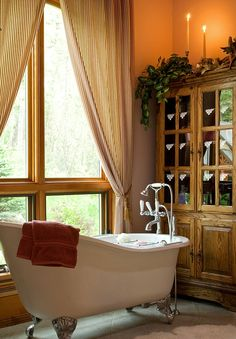 So nice. Nothing like those old deep claw footed tubs. Wish I had one.