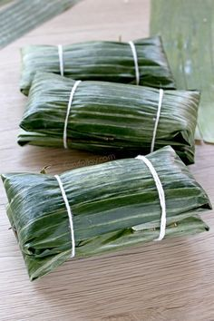 Suman sa Lihiya: Making Suman sa Lihiya is actually easier than you think. The hardest part is perhaps deciding which topping to enjoy it with. Get the recipe here now! Suman sa Lihiya or Suman Bulagta is a Filipino delicacy of glutinous rice Filipino Dishes, Filipino Desserts, Asian Desserts, Filipino Recipes, Filipino Food, Asian Recipes, Pinoy Dessert, Philippines Food, Banana Coconut