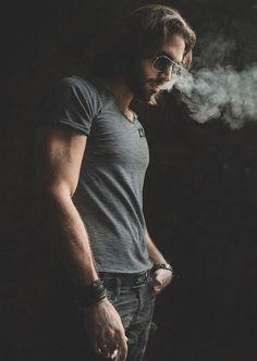 This Dapper Gentleman Portrait Photography Men, Smoke Photography, Photography Poses For Men, Stylish Men, Men Casual, Man Smoking, Dapper Gentleman, Jolie Photo, Hair And Beard Styles