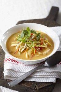Een maaltijdsoep is een rijk gevulde soep met flink wat groenten en vaak ook vlees of vis. Bij deze vegetarische maaltijdsoep spelen verse ingrediënten de hoofdrol. De kracht van deze soep is, dat de ingrediënten kort worden gebakken en gekookt. Zo blijven de groenten knapperig en de erwtjes fris van kleur. Voeg de taugé en [...] lees verder