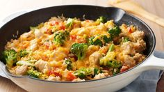 One-Pot Cheesy Chicken, Rice and Broccoli. This easy complete one-pot meal is sure to become a family favorite. Broccoli Recipes, Chicken Broccoli, Cheesy Chicken, How To Cook Chicken, Chicken Rice, Broccoli Rice, Chicken Meals, Garlic Chicken, Cracker Chicken