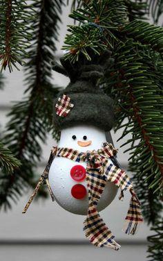 muñeco de nieve hecho con una bombilla