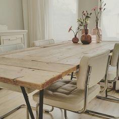 DIY Steigerhouten eettafel met metalen schragen