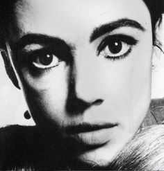 Edie Sedgwick in 1965 before she bleached her hair. Photo by David Bailey. #EdieSedgwick #DavidBailey