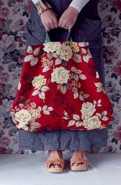 ! Sacs Tote Bags, Canvas Tote Bags, Diy Sac, Diy Handbag, Granny Chic, Fabric Bags, Big Bags, Mode Style, Handmade Bags