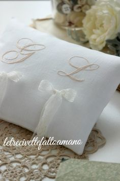 cuscino fedi ricamato a mano embroidery hand made ring pillow Old Farm Equipment, Ikea Pax, Ring Pillows, Ring Pillow Wedding, Vintage Chandelier, Love Wallpaper, Rustic Wedding, Diy Crafts, Embroidery