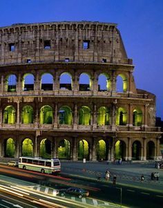 #Rome, Italy  #travel #travelphotography #travelinspiration #italy #pizza #romanholiday #italy The first time we were in Rome for our #honeymoon we sat at a beautiful cafe, ate pizza and overlooked this #incredible #wonder. #colosseum #romantic #travel