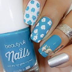 💙Blue and white floral pattern💙 Lac de unghii 📷 Dope Nails, Beauty Uk, Flower Nails, Flower Patterns, High Gloss, Nail Polish, Blue And White, Cosmetics, Floral