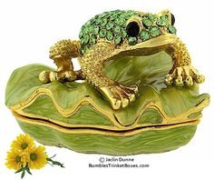 Trinket Box: Peridot Color Frog On A Leaf
