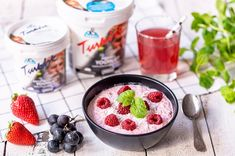 Vadelmainen tuorepuuro Magic Recipe, Acai Bowl, Meal Prep, Cereal, Raspberry, Oatmeal, Pudding, Meals, Baking