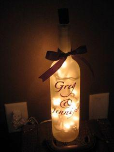 Donner une 2ème vie aux bouteilles de notre mariage <3 Lampe bouteille guirlande lumineuse