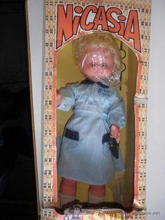 muñeca Nicasia maestra