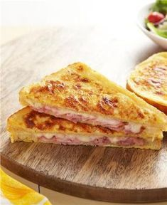 Try a French classic with a croque monsieur recipe! Classic Croque Monsieur is a ham & cheese sandwich dipped in French toast batter & baked until crunchy. Kraft Recipes, Egg Recipes, Snack Recipes, Cooking Recipes, French Toast Batter, Mozarella, Good Food, Yummy Food, Soup And Sandwich