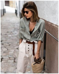 38 Affordable Boho Spring Outfits Ideas The Boho fashion is now becoming really popular. The style draws influences from bohemian and hippie styles. Mode Outfits, Edgy Outfits, Fashion Outfits, Woman Outfits, Hipster Outfits, Looks Chic, Looks Style, Fashion Blogger Style, Look Fashion