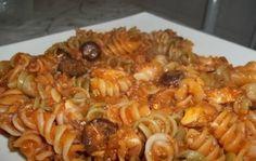 Aprenda fazer a Receita de Macarrão ao molho de sardinha. É uma Delícia! Confira os Ingredientes e siga o passo-a-passo do Modo de Preparo!