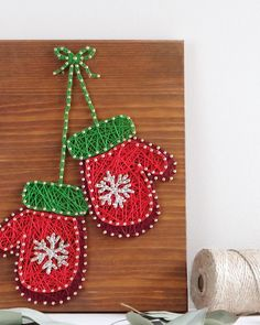 Modern Mitten string art winter wall decoration, cute Christmas decor, gift idea for Christmas, snowflake mitten wall decor, How cute are these? Reminds me childhoods snow days ❄️ on Black Friday sale till Tatsächlich hand. String Wall Art, Nail String Art, String Crafts, Christmas Projects, Yarn Crafts, Holiday Crafts, Noel Christmas, Handmade Christmas, Diy Christmas Gifts