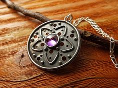 Silver Mandala Pendant. Amethyst and Silver Mandala por PuntoPausa