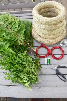 DIY wreaths for windows and front doors - American Style - Mrs Greenery - Tie a DIY wreath yourself for Advent and Christmas. Nice Christmas decoration for outdoors and wrea - Outside Christmas Decorations, Christmas Wreaths, Xmas, Couronne Diy, Geometric Shelves, Red Nosed Reindeer, Window Stickers, Decorating Small Spaces, Wreaths For Front Door