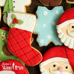 Christmas Stocking Cookies, Christmas Cookie Icing, Christmas Baking, Christmas Stockings, Christmas Recipes, Rose Frosting, Cookie Frosting, Biscuits, Winter Food