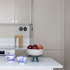 Explore our image gallery of beautiful and distinct kitchens and wardrobes. Unique combinations and tailor-made solutions for your kitchen and your home. Ikea Pax Wardrobe, Wardrobe Cabinets, Home Decor Kitchen, Kitchen And Bath, Condo Living, Ikea Furniture, Wardrobes, Cool Kitchens, Kitchen Cabinets